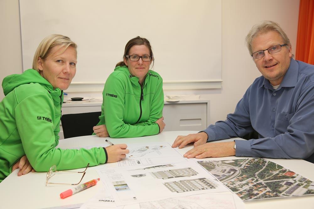 Fr.v.: Johanna Söderholm, planarkitekt Tyréns, Nina Nilsson, projektledare Tyréns, Anders Risberg, VD Moälven Fastighets- och Skolor AB.